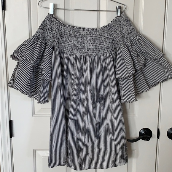 Absolutely adorable smocked Elan dress sz M L